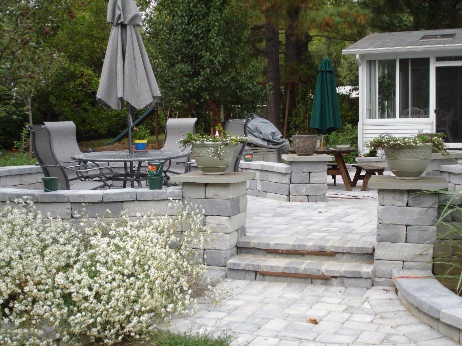Brick Pavers backyard Patio wiht Pillars and Steps