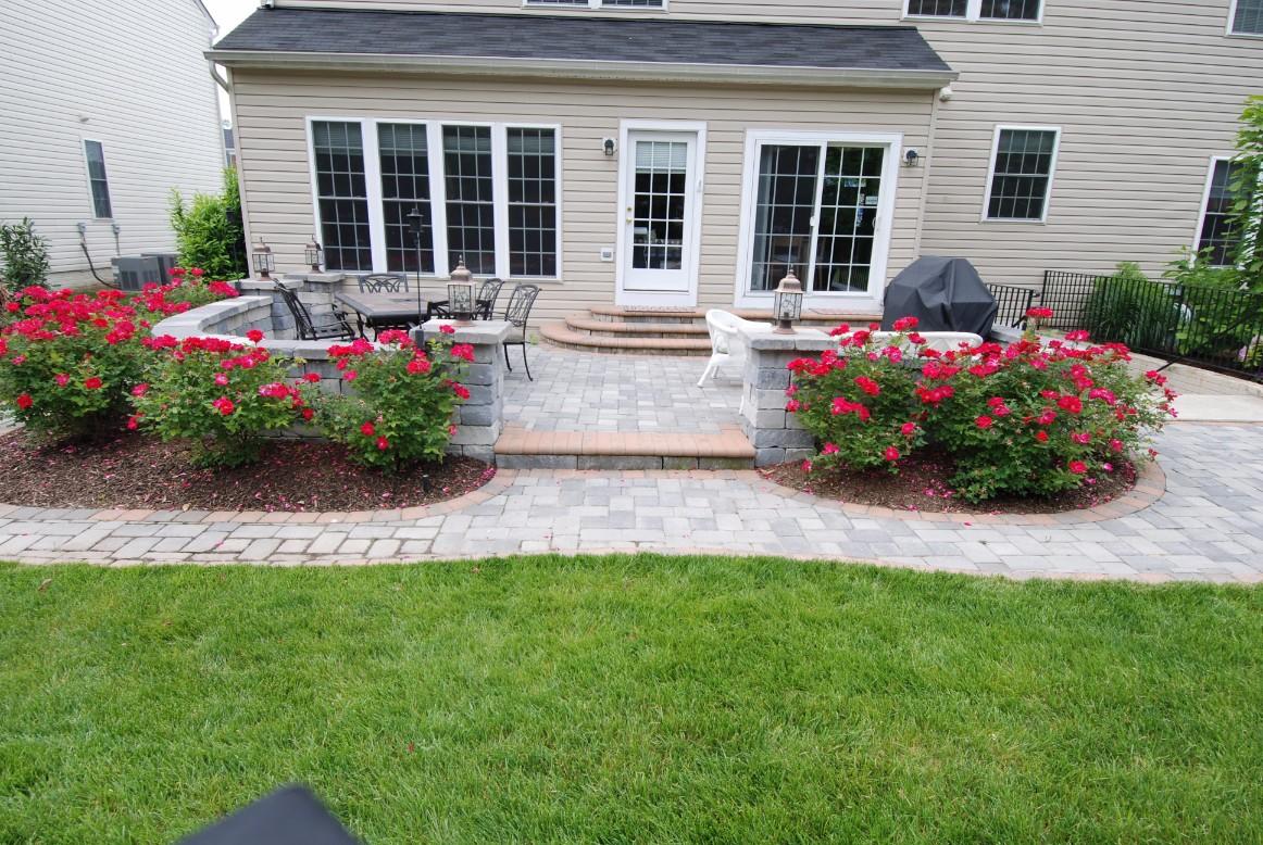 Brick Pavers & Inlays Backyard Patio