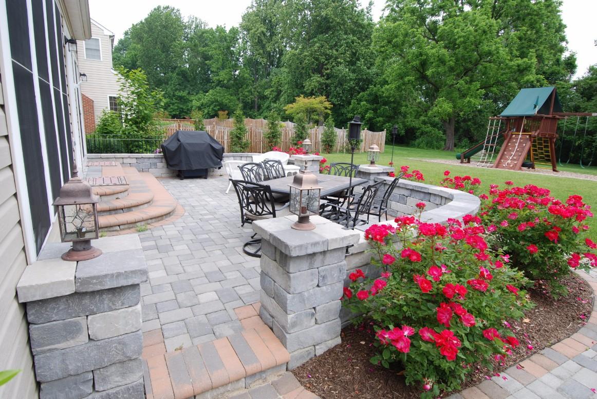 Brick Pavers & Inlays Patio with Garden Surround